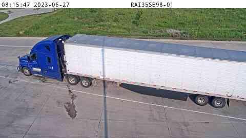 RA35SB98 - Truck Parking 1